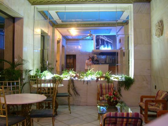 Marble House : the lobby