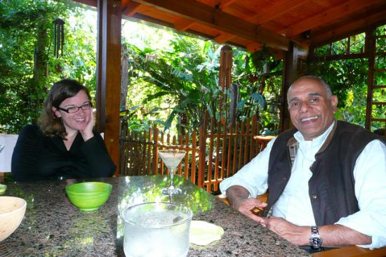 Secret Garden Iguazu B&B : With John, drinking our yummy welcome drinks and eating peanuts