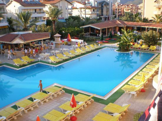 Club Kocer Apartments: pool at kocer