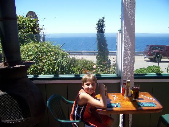 Whale Watchers Cafe: Patio seating area