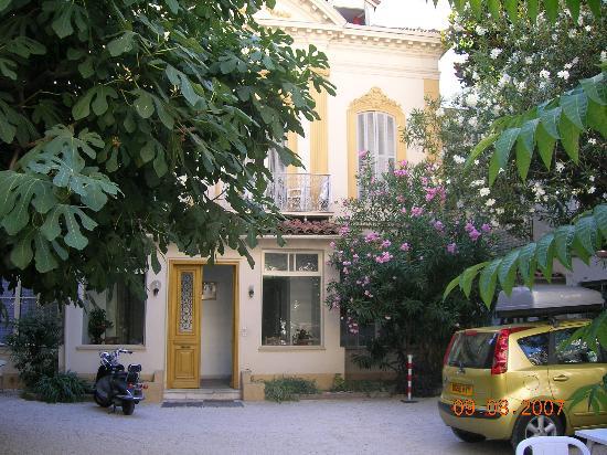 Hotel Belle Meuniere: hotel forecourt/breakfast area