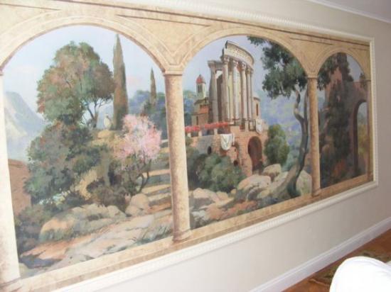 St Giles House Hotel: Nice artwork inthe bathing room