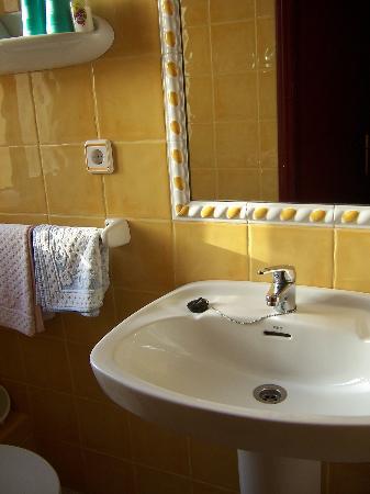 Hostal Valencia: the bathroom.  so clean!