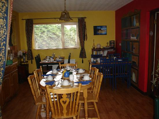 Hillcrest House: The comfortable dining room