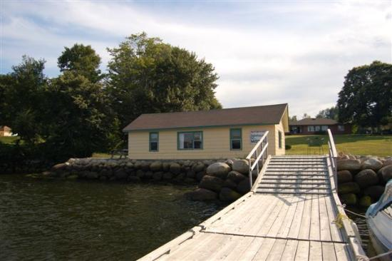 Lighthouse Motel: Great waterfront location