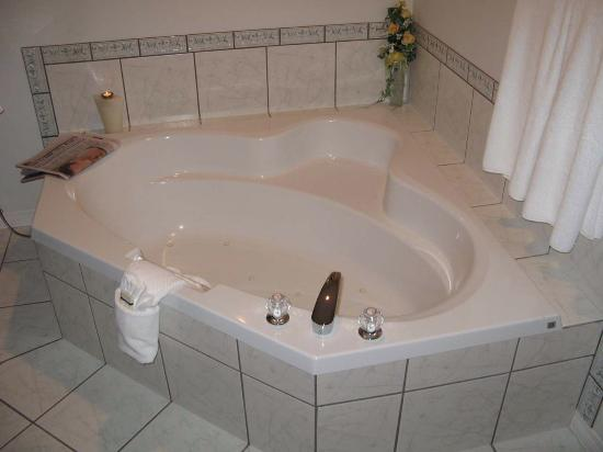 Casa Grande Inn: The Jacuzzi