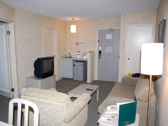 Quality Suites Laval: Room