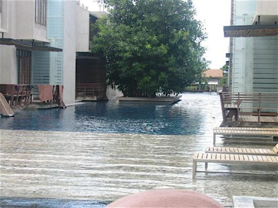 Let's Sea Hua Hin Al Fresco Resort: Pool and decks