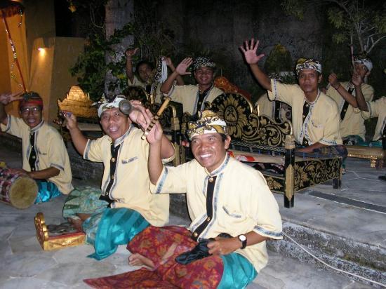 Jimbaran Hills Resort & Spa: Band in Action