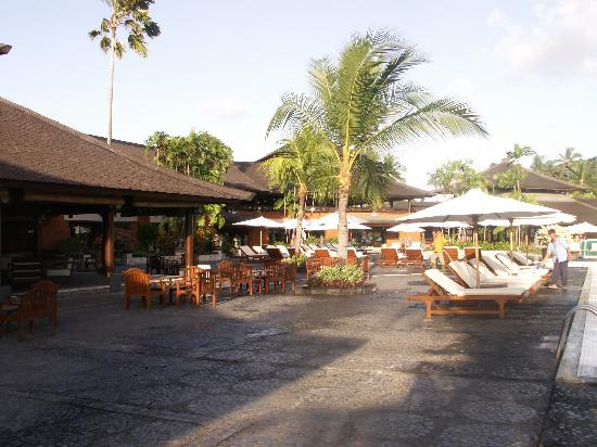 Club Med Bali: Bar and pool area