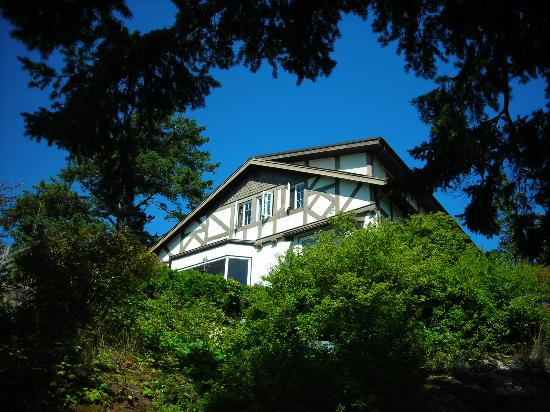 Rosemary Inn: House overlooking the Strait