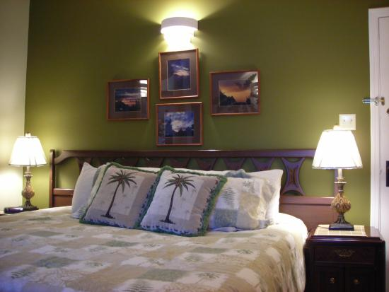 Rosemary Inn: South Pacific room