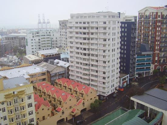 The Quadrant Hotel and Suites Auckland: View from balcony (towards harbour)