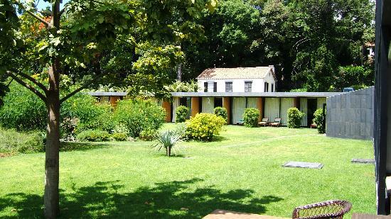 Quinta da Casa Branca: Hotel and gardens - view towards reception