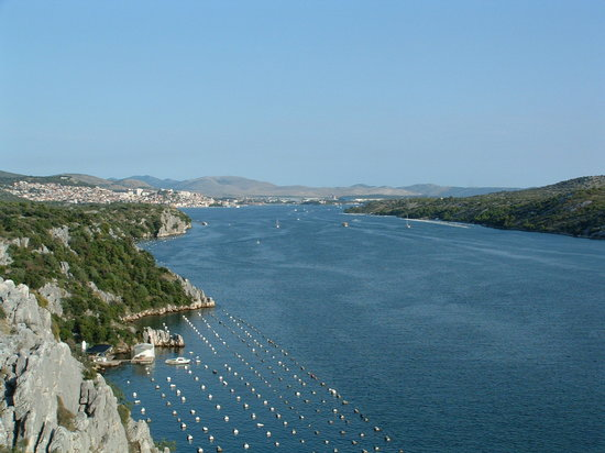 Σίμπενικ, Κροατία: View to Sibenik from Sibenik's bridge
