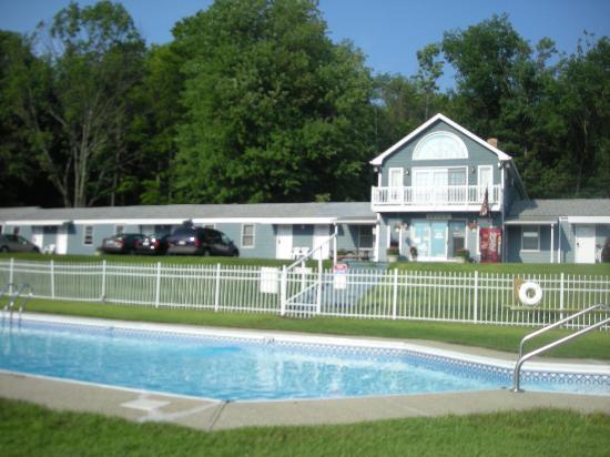 Rodeway Inn Lee: Pool and Motel