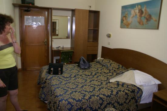 Concorde Hotel: la chambre est suffisament vaste