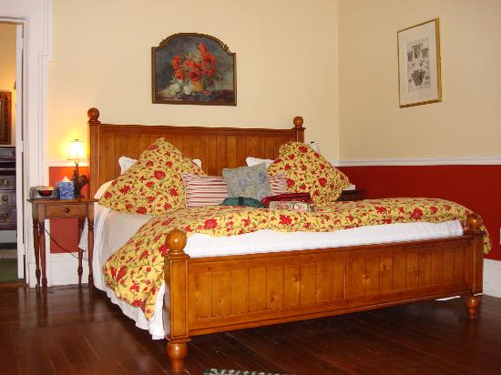 Parker House Inn and Bistro : The Bed in