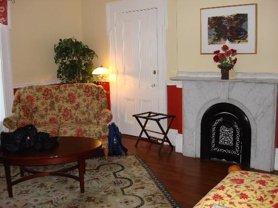 Parker House Inn and Restaurant: The sitting area in
