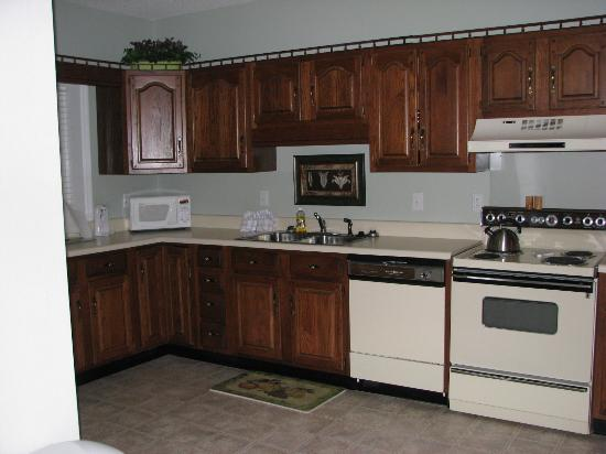 Laurel Inn Condominiums: kitchen