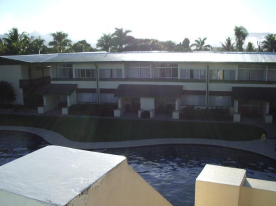 Fiji Gateway Hotel: Raffles - our balcony