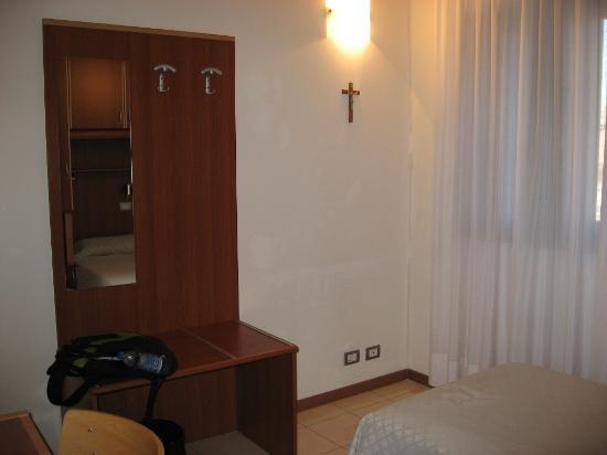 Centro Culturale Don Orione Artigianelli: My room