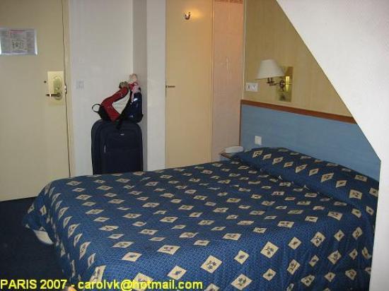 Comfort Hotel Place du Tertre: Habitación abuardillada