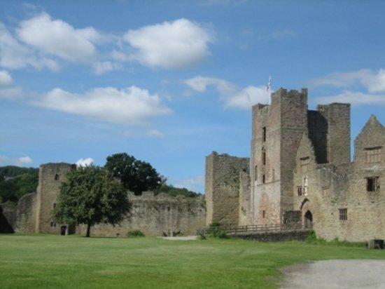 Ладлоу, UK: Ludlow castle 2