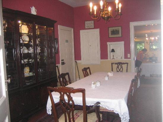 Caldwell House Bed and Breakfast: Breakfast Room