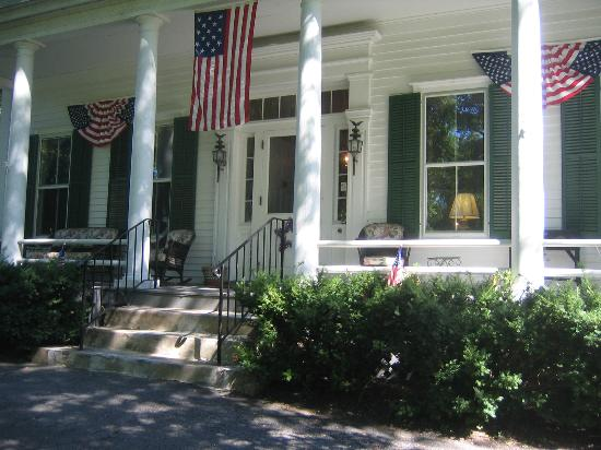 Caldwell House Bed and Breakfast: Front Entrance