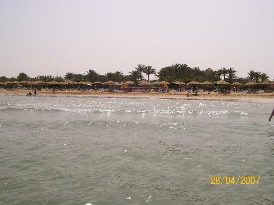 Stella di Mare Grand Hotel: Sea Side shot from the shallow sea