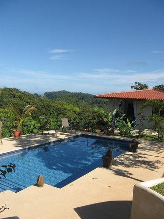 Alma de Ojochal: View of the Pool and one of the rooms