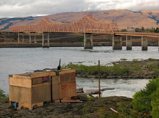 The Dalles Bridge, seen from The Dalles, Oregon
