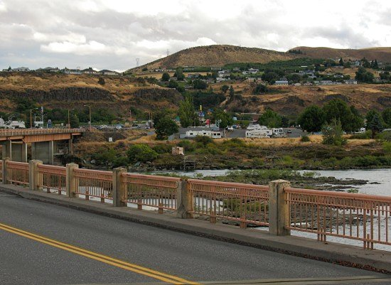 The Dalles, Oregon, seen from the Dalles Bridge