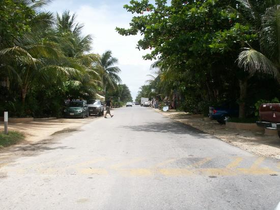 Amelie Tulum: The beach road