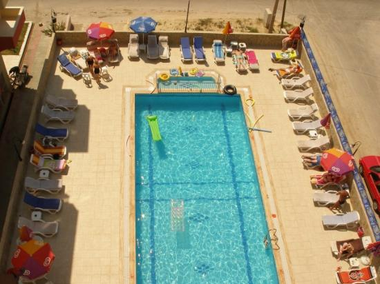 Altınbaş Apart Otel: View of Pool