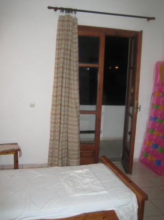Malliotakis Beach Hotel : Doors to the balcony