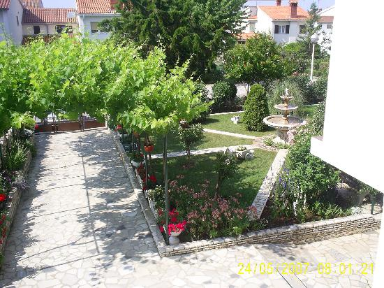 Apartments Paradiso: View of front garden from window