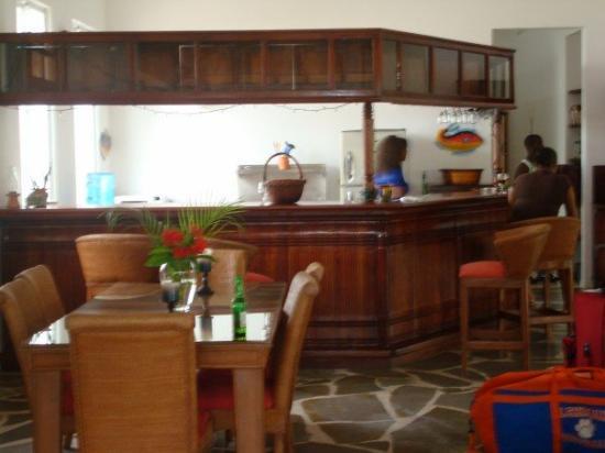 Cabarete Beach House at Nanny Estates: kitchen/bar