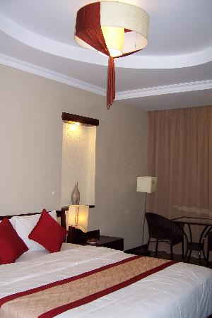 ORCHID HOTEL: Triple room with balcony