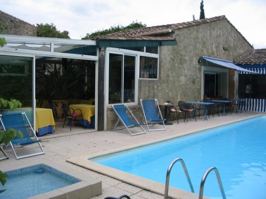 Logis Le Clos des Souquets : Main pool with restaraunt around ( much nicer than this!)