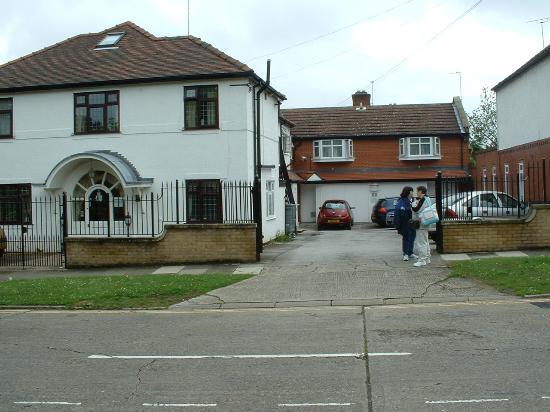 Clifton Bridge Guesthouse: front entrance