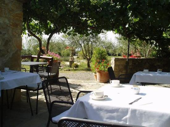 Hotel Residence SanSano: We ate outside for breakfast and evening meals