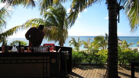 Victoria Beachcomber Resort & Spa: Restaurant, view