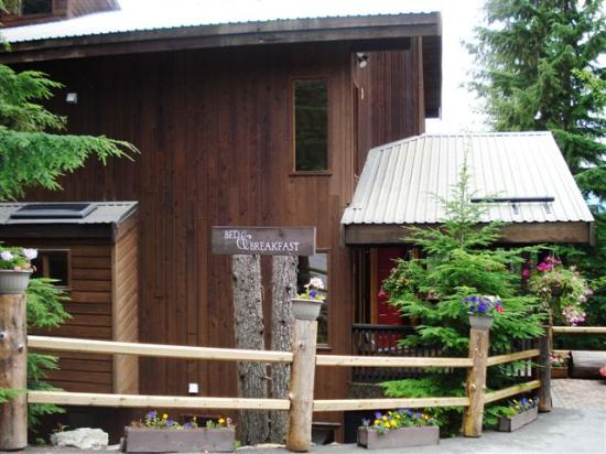 Whistler Mountain House: Outside View