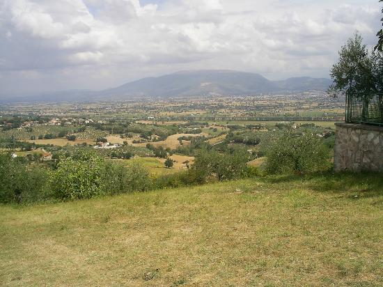 Hotel Villa Pambuffetti : View from the hotel over the Umbrian countryside