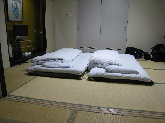 Ryokan Kohro: Futons spread out, view from alcove