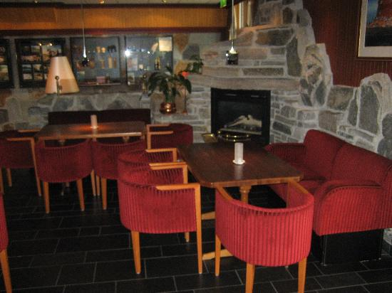 Hotel Alexandra : Part of the sitting area in the main bar.