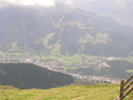 Kitz Garni Boutique Hotel: View from the top of the Kitzbuler Horn, the local mountain