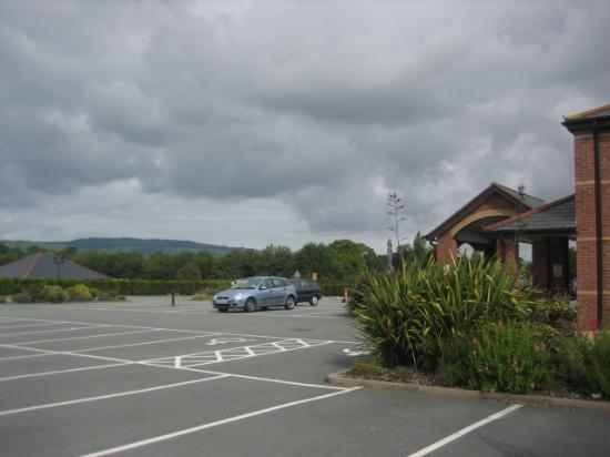 Moreton Park Hotel : View from front of hotel.